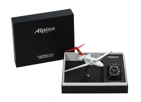 Chacun des modèles de la collection Startimer Pilot est présenté dans un coffret contenant la maquette d'un Avion Cessna Citation Mustang aux couleurs de PrivatAir.
