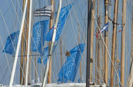 C'est parti ! Aux mâts des bateaux flottent les drapeaux du Circuit Méditerranéen du Panerai Classic Yachts Challenge.