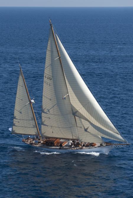 Construit en 1936, Eilean, le ketch bermudien, est l'un des superbes voiliers participant au Circuit Méditerranéen du Panerai Classic Yachts Challenge.
