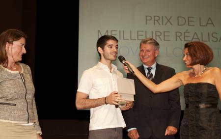 Ovidé Lo Castro recevant le prix du meilleur réalisateur pour son film