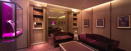 La décoration du nouveau flagship de Boucheron en Chine est luxueuse et chaleureuse.