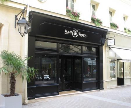 La première boutique parisienne de Bell & Ross est située Rue Royale.