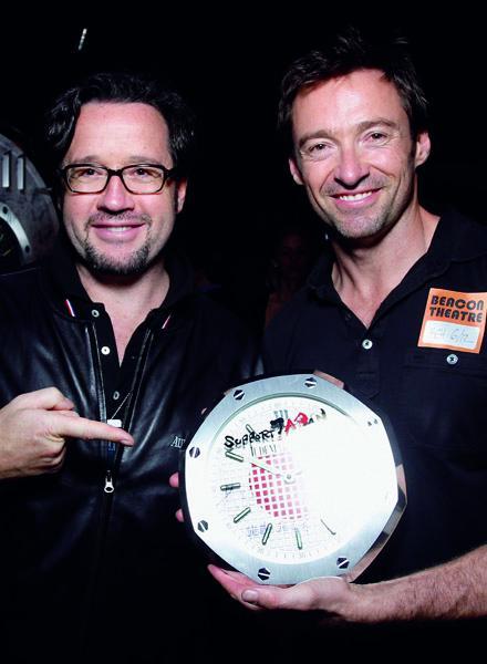L'acteur Hugh Jackman a signé l'une des 40 pendules Audemars Piguet vendues aux enchères en faveur de la Croix Rouge japonaise.