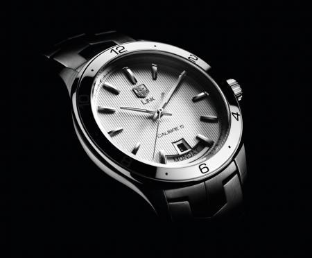 La nouvelle TAG Heuer LINK : une montre élégante, sobre et moderne, au design ergonomique.