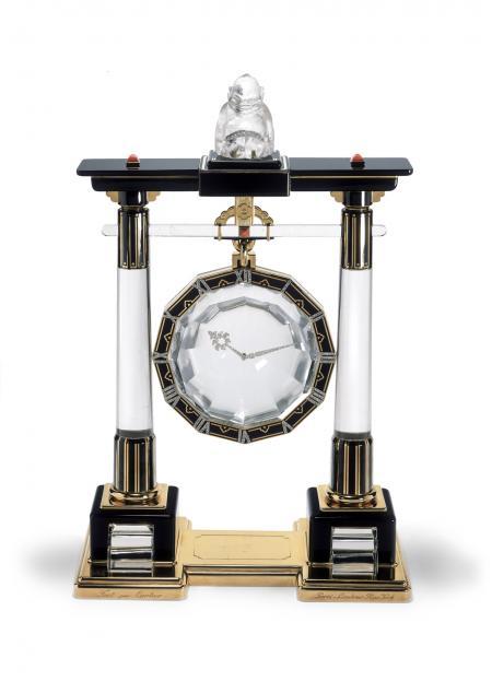 Grande pendule mystérieuse «Portique» Cartier Paris, 1923 Or, platine, cristal de roche, corail, onyx, émail, diamants taille rose.