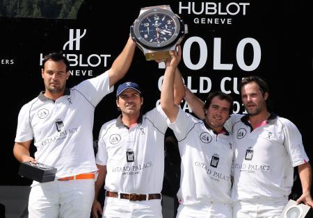 L'équipe du Gstaad Palace reçoit les honneurs lors de la Hublot Polo Gold Cup Gstaad.