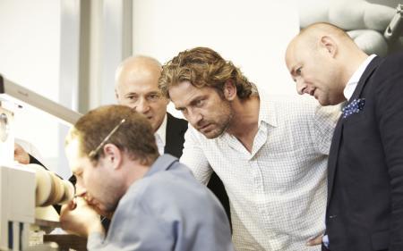 De droite à gauche : Georges Kern (CEO de Roger Dubuis), Gerard Butler et Claude Vuillemez (COO).