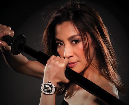 La passion des montres a rapproché Michelle Yeoh de Richard Mille qui lui a demandé de lui créer une montre féminine. ©Renaud Corlouer