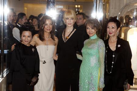 Deanie Ip, Michelle Yeoh, Cate Blanchett, Josephine Sia Fong Fong et Nansun Shi étaient présentes pour la soirée inaugurale de la Maison Van Cleef & Arpels. ©Van Cleef & Arpels