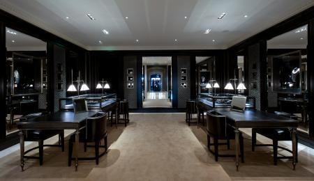 Le premier salon européen Ralph Lauren dédié à la joaillerie est situé au rez-de-chaussée de la boutique Ralph Lauren avenue Montaigne.