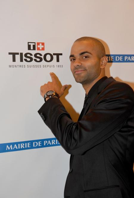 Issue de la collection Tissot tactile, la Tissot Racing-Touch Tony Parker Edition Limitée 2011 propose 11 fonctions.