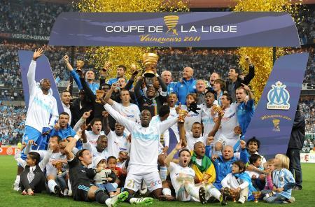 Parmigiani poursuit en cette saison 2011-2012 son partenariat avec la célèbre équipe de l'Olympique de Marseille.