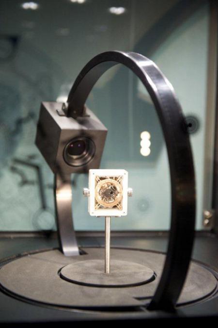 Le Calibre Hublot Anticythère 2033-CH01 tel que présenté dans le cadre de l'exposition 'Anticythère, l'énigmatique machine surgie du fonds des temps' au Musée des Arts et Métiers de Paris.