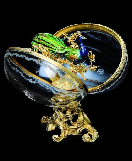 Œuf au Paon de Fabergé.© 2011 Fondation Edouard et Maurice Sandoz (FEMS) Pully Switzerland