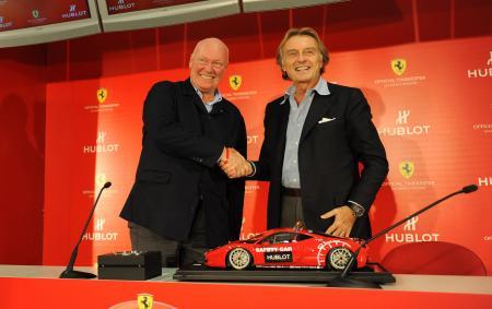 Une poignée de main symbolisant l'accord entre Hublot, représenté par M. Jean-Claude Biver son CEO, et Ferrari, représenté par M. Luca Cordero di Montezemolo, Président de Ferrari S.p.A.©Raphael Faux