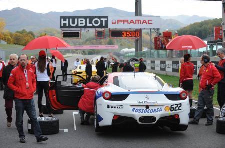 Hublot 'Chronométreur Officiel' sur le circuit de Mugello, lors des finales mondiales du Ferrari Challenge. ©Raphael Faux
