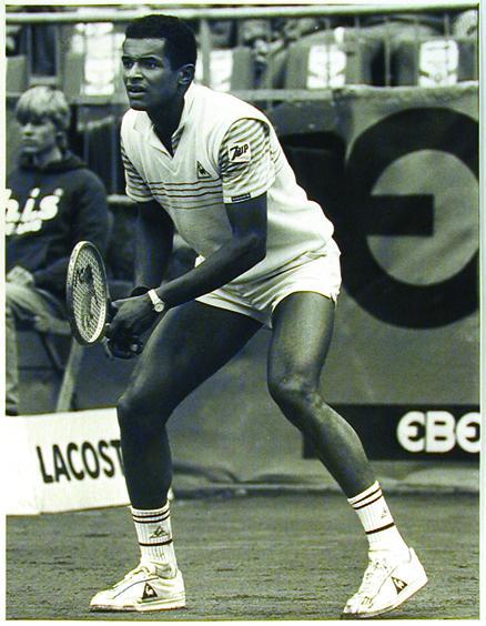 Yannick Noah lors d'une compétition à Hambourg en 1984, sponsorisée par Ebel.