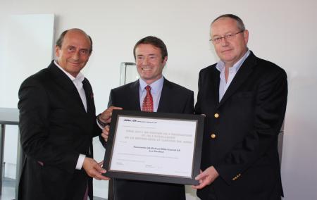 Richard Mille, Michel Probst et Dominique Guenat lors de la remise du Prix récompensant la RM027 Tourbillon.