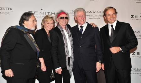Lawrence Schiller, Tina Brown, Keith Richards (Mailer Prize for Distinguished Biography remis par Bill Clinton) et Jean-Frédéric Dufour, PDG de ZENITH lors du Norman Mailer Center gala 2011.