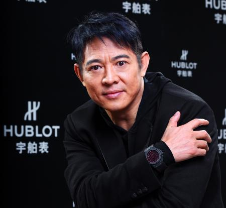 L'acteur, philanthrope et ambassadeur Hublot, Jet Li avec au poignet l'Aero Bang Jet LI.