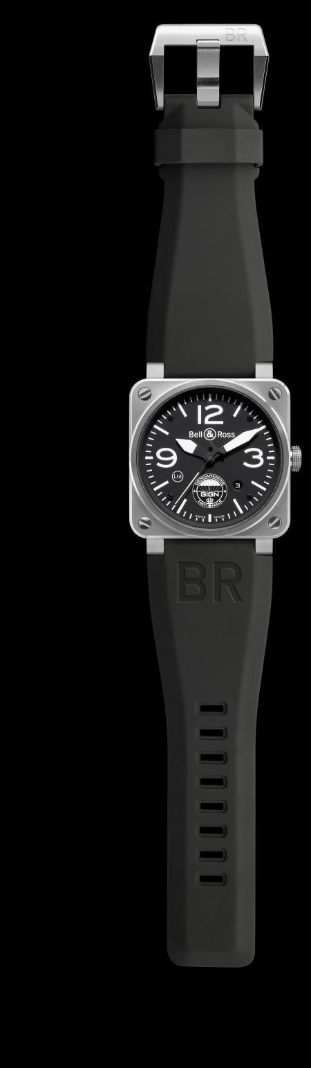 La BR 03-92 GIGN : Boîtier en acier poli (42 mm de diamètre) étanche jusqu'à 100 mètre et mouvement automatique.