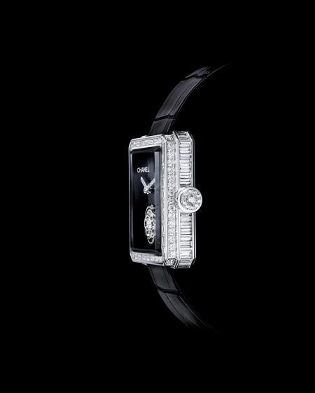 Montre Première Tourbillon Volant de Chanel. Profil
