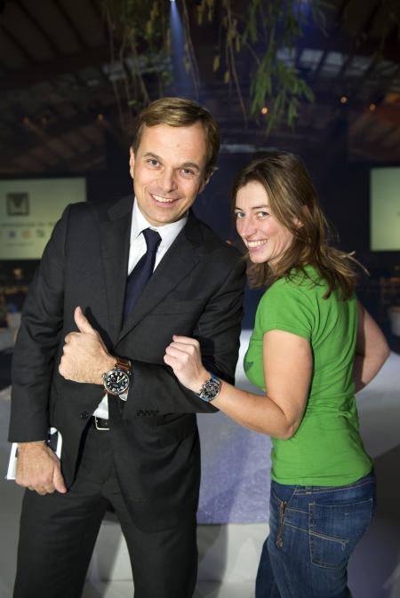 Jean-Frédéric Dufour - Président et CEO de Zenith - avec la chanteuse Anais Croze lors du Gala de bienfaisance de l'association Smiling Children.