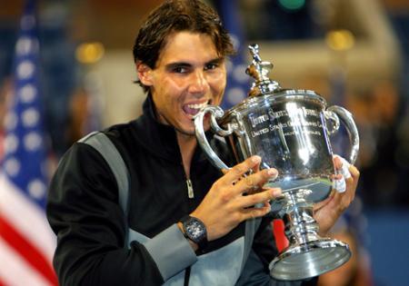 Après Roland Garros et Wimbledon, Rafa s'impose à l'US Open et remporte cette nouvelle victoire avec sa RM 027 au poignet.