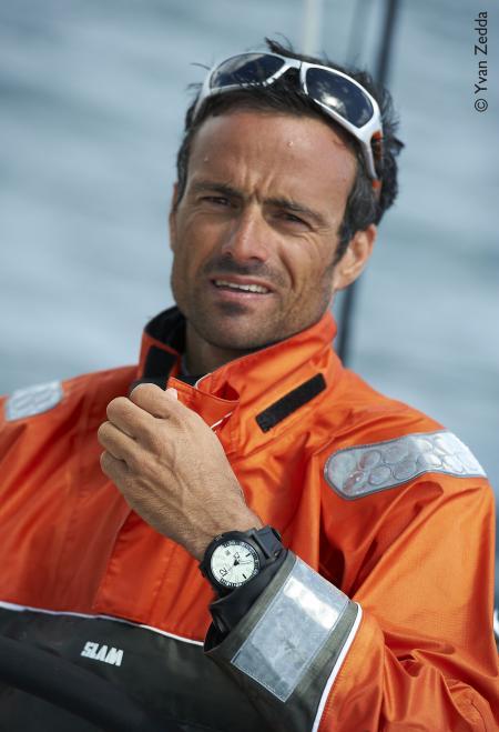 Franck Cammas à son arrivée à Auckland, avec au poignet la Diverscope de JeanRichard. ©Yvan Zedda