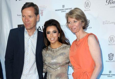 Aletta et Peter Stas, COO et CEO de Frédérique Constant, avec Eva Longoria lors de la soirée organisée au profit notamment de la Fondation Eva Longoria.