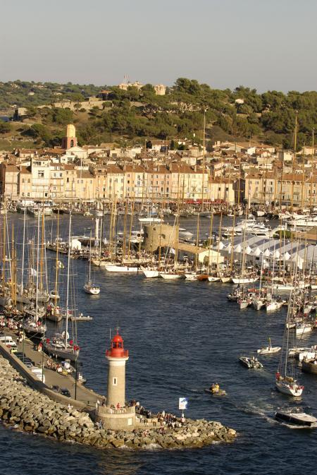 La course de Saint-Tropez le 25 octobre permettra aux yachts d'accumuler des points pour le classement final. ©Nigel Pert