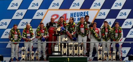 L'équipe Audi Sport sur les plus hautes marches du podium aux 24 heures du Mans.