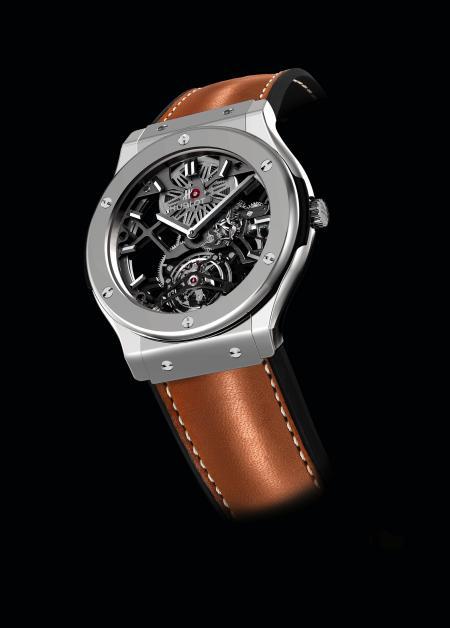 Inspirée de la ligne Classic Fusion, la montre Hublot qui célèbre les 50 ans de la Ferrari 250 GTO est une série spéciale que seuls les propriétaires d'une 250 GTO pourront acquérir.