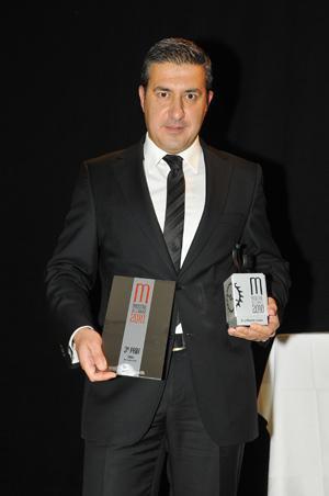 Antonio Calce, CEO de Corum, a reçu les récompenses offertes au modèle Miss Golden Bridge