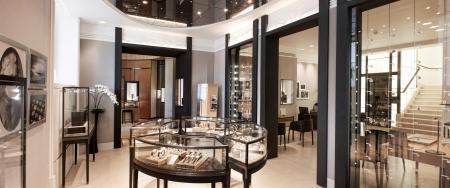 Matériaux nobles, couleurs élégantes, talent artisanal. La nouvelle boutique reflète l'esprit et les valeurs de la manufacture.