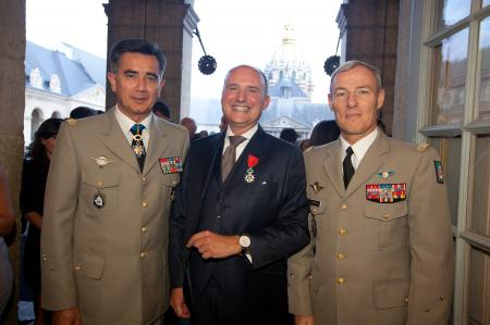 Le Général Baptiste, Directeur du Musée de l'Armée, Carlos-A.Rosillo, Président de Bell & Ross et le Général Charpentier, Gouverneur Militaire de Paris.