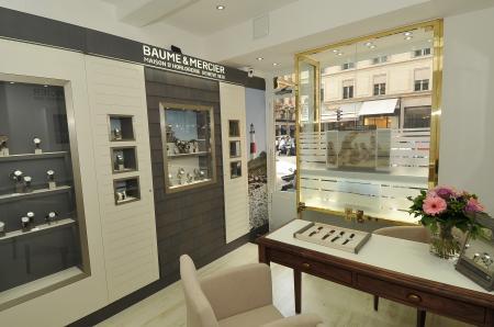 L'espace de vente Baume & Mercier chez Harrison rue de la Paix à Paris.