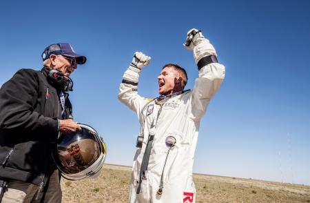 La joie de Felix Baumgartner à son arrivée sur la terre ferme.