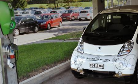 Une voiture électrique mise à disposition des collaborateurs de la Manufacture Jaeger-LeCoultre.