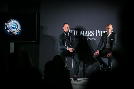 Michael Schumacher et Tim Sayler, Directeur Marketing d'Audemars Piguet, présentent le Chronographe Royal Oak Offshore Michael Schumacher.