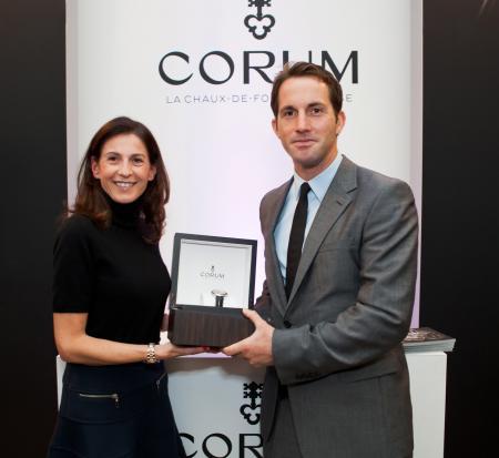 Marie-Alexandrine Leibowitch - Directrice des Relations publiques Corum - remet à Ben Ainslie une Admiral's Cup Legend 42 Tourbillon Micro-Rotor.
