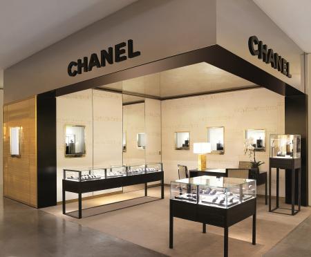 La boutique Chanel aux Galeries Lafayette à Paris.