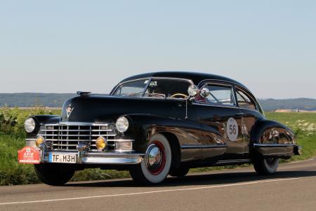 Cadillac Série 62 berline de 1942. Vainqueur du 21ème RAID SUISSE – PARIS et source d'inspiration pour le design du Chronographe Oris RAID 2012 en édition limitée.