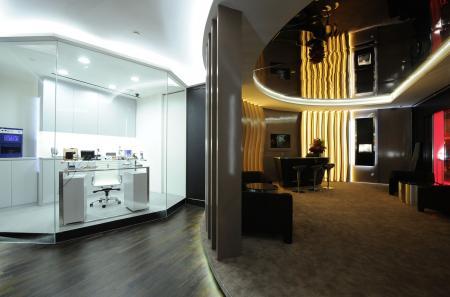 L'atelier d'horloger et le bar lounge de la boutique Richard Mille au Grand Hyatt de Singapour.