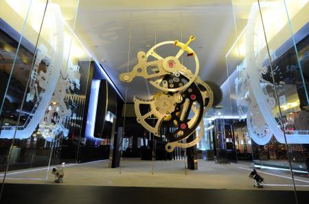 Gros plan sur un mécanisme géant Richard Mille.