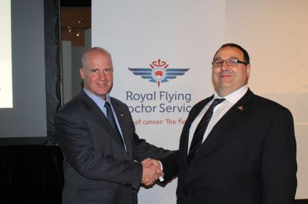 Peter Borghouts, General Manager d'Oris Watches Australie et Scott Chapman, CEO de la Royal Flying Doctor Service Australie.