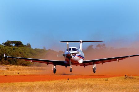 Un Pilatus PC12 de Royal Flying Doctor Service, Australie, sponsorisé par Oris Watches, Suisse.