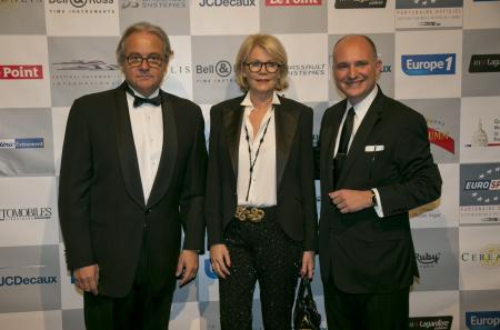 Rémy Depoix, Président et organisateur du Festival Automobile, et son épouse avec Carlos-A. Rosillo.