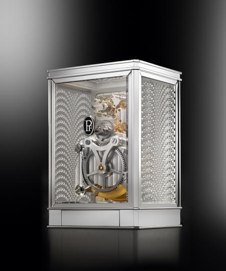 La pendulette 15 jours Lalique - Parmigiani Fleurier, en blanc. Vue de dos.