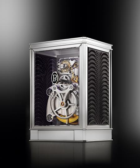 La pendulette 15 jours Lalique - Parmigiani Fleurier, en noir. Vue de dos.